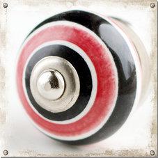 Rund knopp med röda och svarta ränder