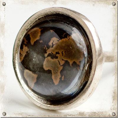 Metallknopp med glas, världen