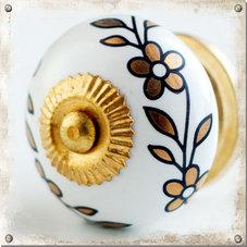 Vit knopp i porslin med blomster i guldfärg