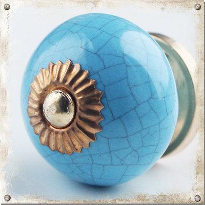 Ljusblå knopp med krackelerat mönster
