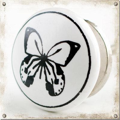 Vit knopp med fjäril