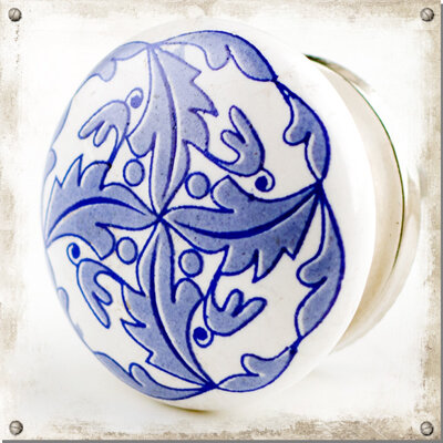 Vit knopp med blå bladsnurra