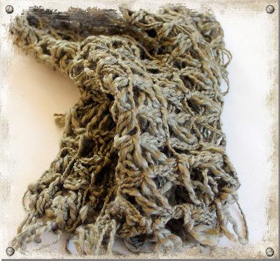 Stickad sjal grön - utgående