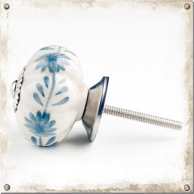 Vit knopp i porslin med gråblåa växter