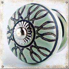 Gammelgrön knopp med upphöjt mönster