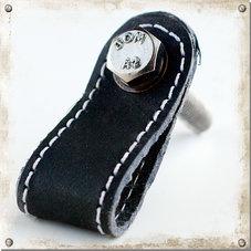 Knopp i läder med söm, svart