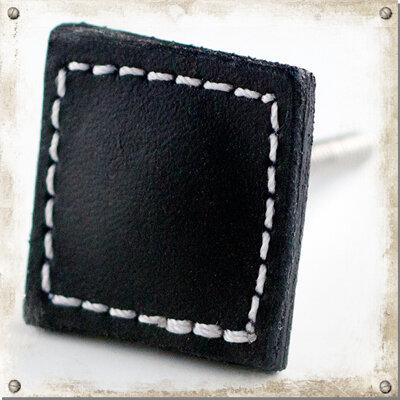 Fyrkantig knopp i läder, svart