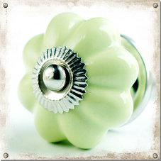 Vårgrön knopp i porslin